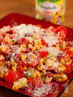 Салата с чери домати, авокадо, царевица и сирене пармезан - снимка на рецептата